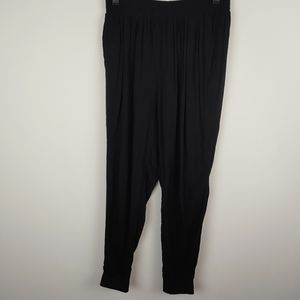 Which we want pants herem black, s